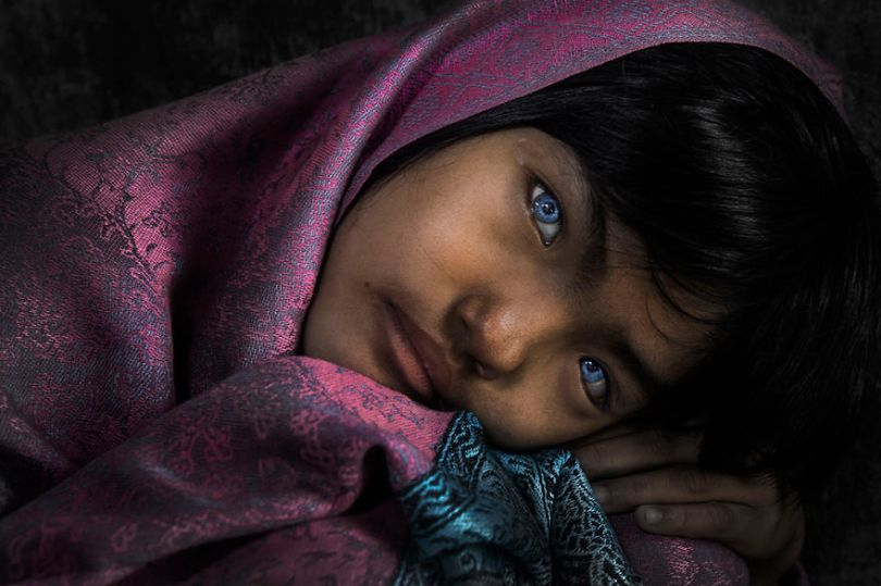 Menina de olhos azuis