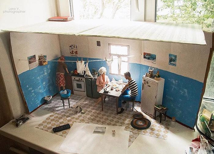 slav barbie ken lara vychuzhanina 3 5de90dcbb9387  700 - Fotógrafo capturou como seria se Barbie e Ken vivessem na Rússia Soviética