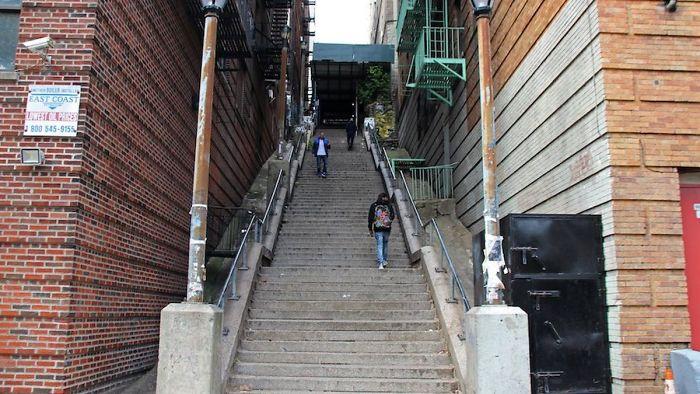 4 5e12ff3f61da8 700 - Escadas do 'Coringa' em Nova York se tornam uma atração turística!