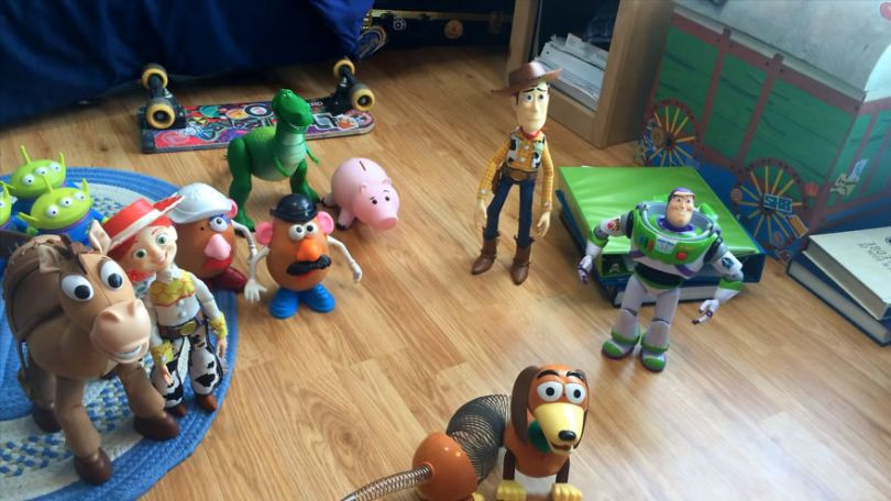 """Two brothers completely remake Toy Story 3 with real toys in 8 years 5e313b88efeeb png  880 - Inacreditável! Irmãos recriaram o """"Toy Sotry 3"""" durante 8 anos"""