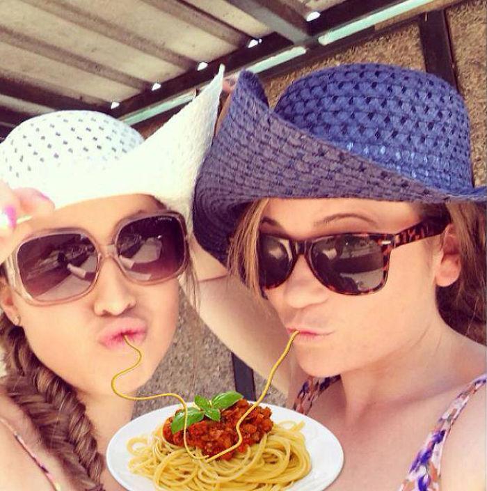Duckface-Selfies-Spaghetti