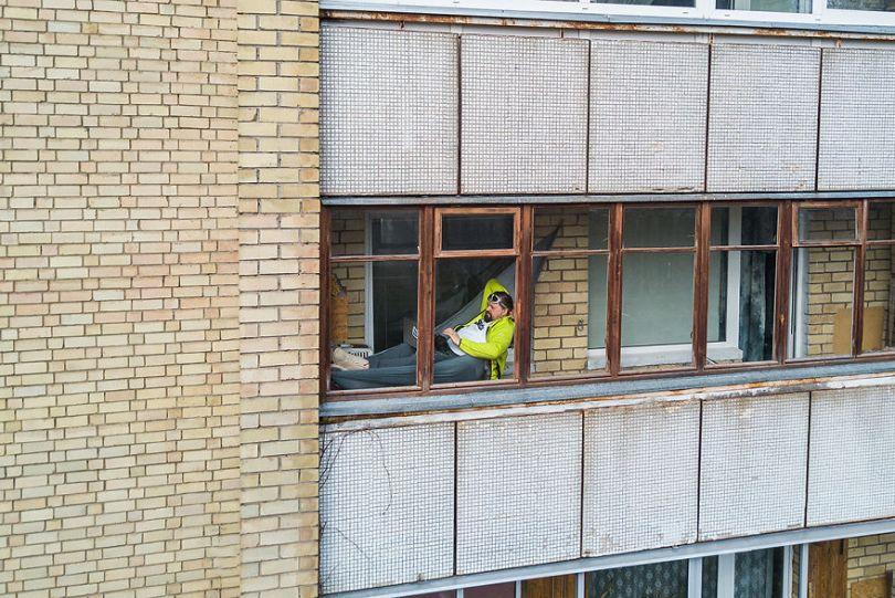 tasfotografaslt003 5e78f47eeb37b  880 - Fotógrafo da Lituânia consegue trazer diversão durante a Quarentena
