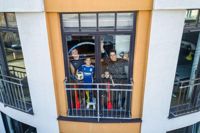 tasfotografaslt009 5e78f48d7628e  880 - Fotógrafo da Lituânia consegue trazer diversão durante a Quarentena