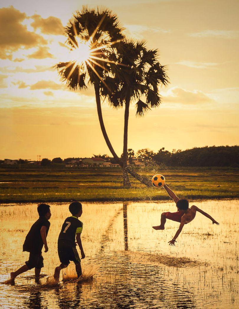 Dream football by tuan1368 Vietnam 5e8f3cbcb1929  880 - As 50 fotos profissionais mais alegres de 2020!