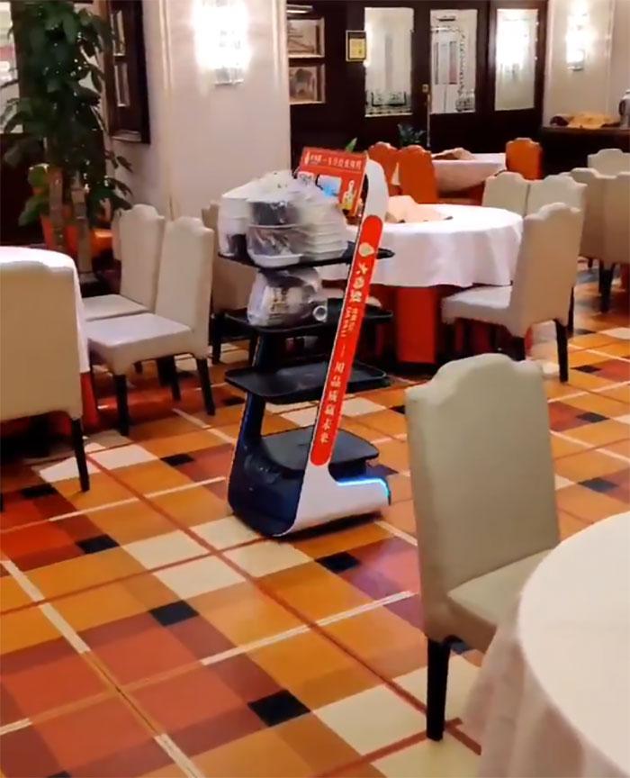 Robot Deliver The Food In A Restaurant Of Beijing