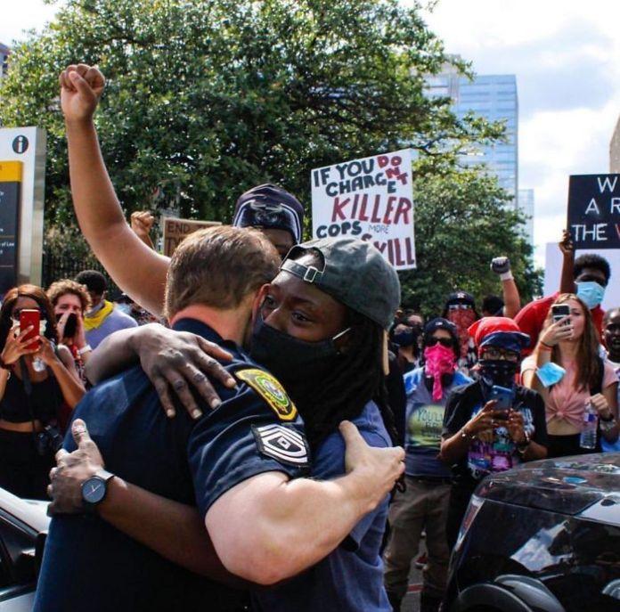 Это не белые против черных, богатые против бедных, полиция против граждан ... это все против расистов