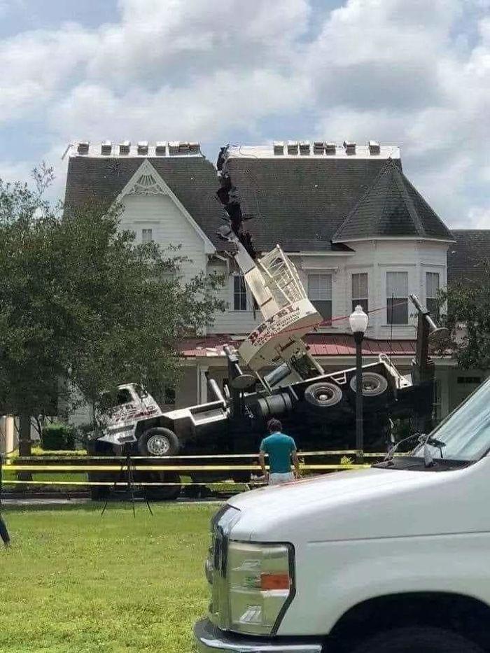 Florida House Split Via Crane Mishap