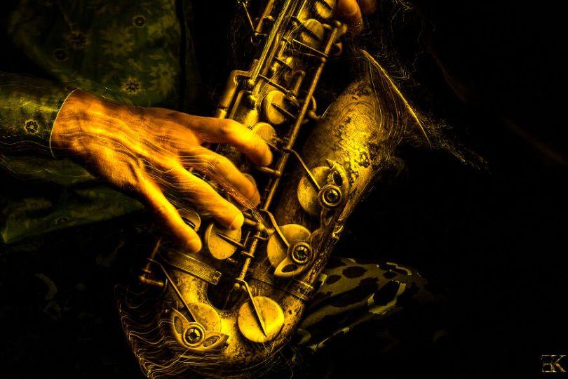 I photographed music instruments with lightpainting no photoshop 5f9b0f5775f31  880 - Fotografo utiliza técnica de luz em instrumentos e o resultado é incrível