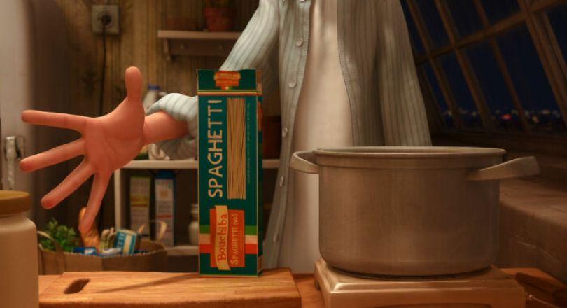 Quando Remy e Linguine cozinham juntos, Linguine serve em uma caixa de massa Bouchiba. Este é um aceno para o animador Bolhem Bouchiba