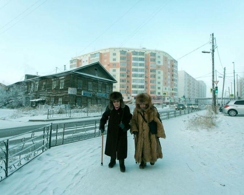 Photographer Alexey Vasiliev shows the daily life of Russias coldest region 60375511b43f3  880 - Qual a menor temperatura já registrada na Terra?
