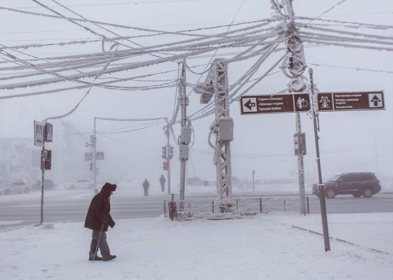 Photographer Alexey Vasiliev shows the daily life of Russias coldest region 60375520b43b4  880 - Qual a menor temperatura já registrada na Terra?