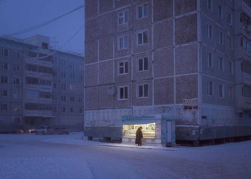 Photographer Alexey Vasiliev shows the daily life of Russias coldest region 6037553da1e88  880 - Qual a menor temperatura já registrada na Terra?