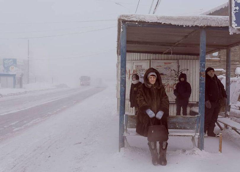 Photographer Alexey Vasiliev shows the daily life of Russias coldest region 6037554903bc1  880 - Qual a menor temperatura já registrada na Terra?