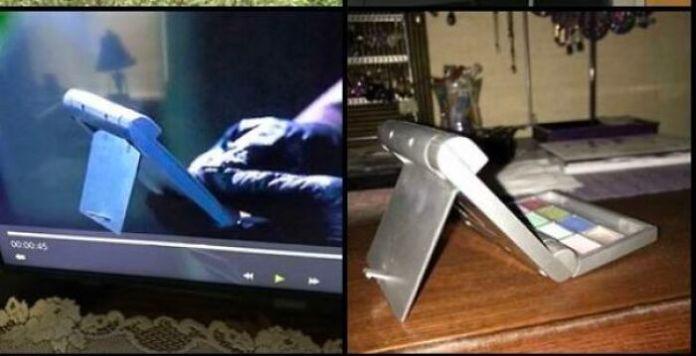 В эпизоде Mutant X Джесси использует знакомое по виду «устройство».  Это похоже на высокотехнологичный гаджет с кнопками, но я узнал в нем компактные тени для век, которые у меня были со средней школы