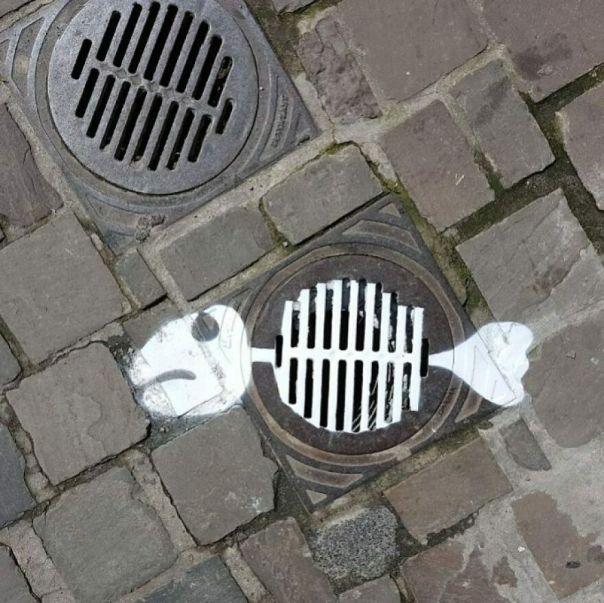 Fishbone... #oakoak #streetart #fishbone #urbanart #urban #art #graff #graffiti #stencil #dead