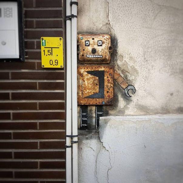 The Small Robot In Ostend For @thcrstlshp Festival Last March. #oakoak #urban #robot #urbanintervention #ostend #streetart #graff #stencil #wall #fun #graff #belgium #belgique #thecrystalship
