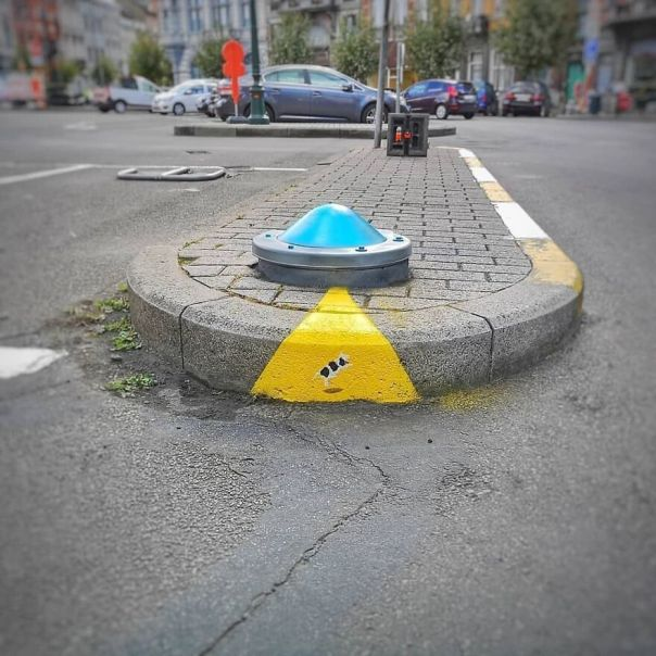 The UFO Attack #oakoak #ufo #ovni #urban #brussels #attack #cow #schaerbeek #fun #streetart #urbanintervention #flyingsaucer