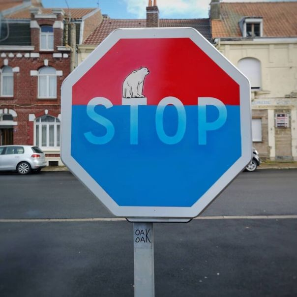 Stop Global Warming... Stop Au Réchauffement De La Planète Et De La Fonte Des Glaces... 🌍🌏 #oakoak #streetart #urbanart #globalwarming #rechauffementclimatique #polarbear #ourspolaire #panneau ##signalisation #trafficsign #stop #art #stencil #graffitiart #urban #oak #lievin