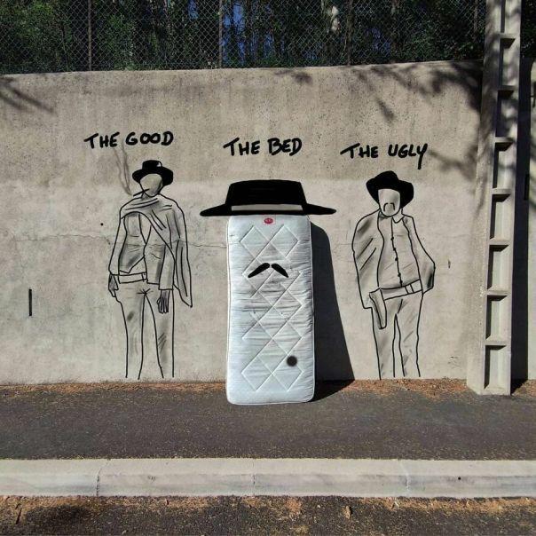 The Good, The Bed And The Ugly. #thegoodthebadtheugly #western #tropdematelasabandonnes #jamais Debombesurmoiquandjetrouveunmatelas #passionmatelas #paskingsize.. #streetart #oakoak #urbanart #sergioleone #digitalart #graffitiart #illustration #matelas #bed