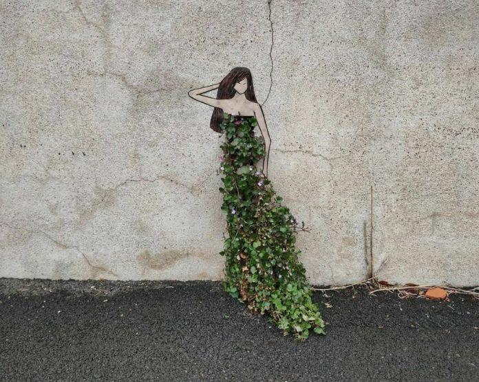 Mère Nature.  Mother Nature #oakoak #streetart #urbanintervention #art #urban #arturbain #wallart #saintetienne #funny #smallart #urban #woman #woman #nature #greenart #landart #robe #dress #femme