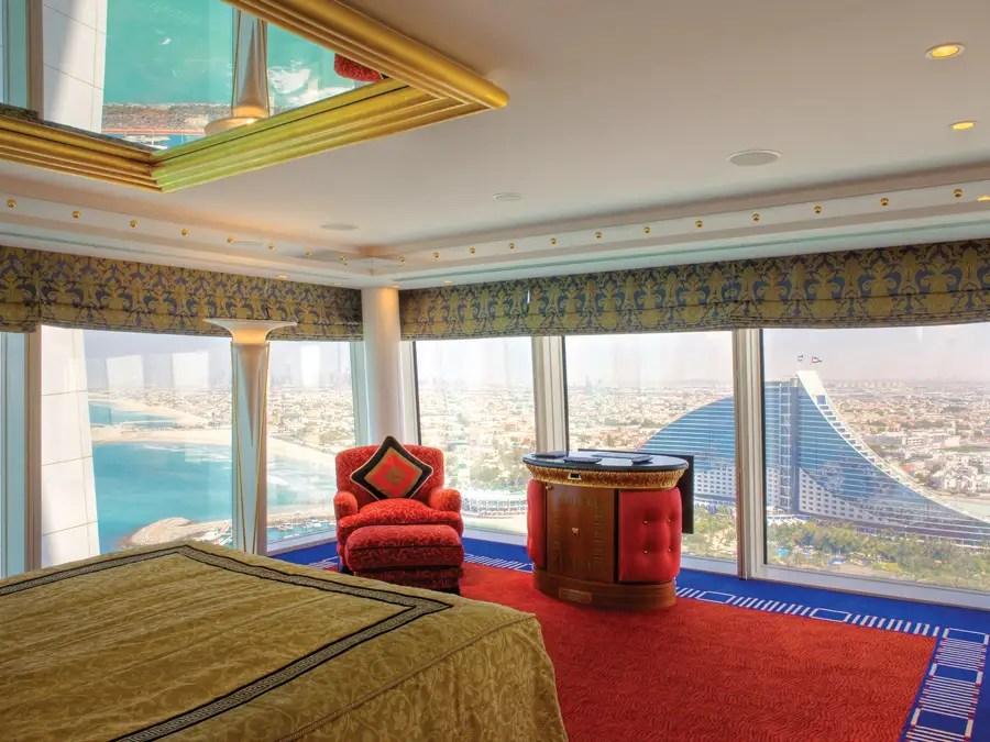 Y casi todas las habitaciones tienen unas vistas increíbles del Golfo, al desierto oa la ciudad.
