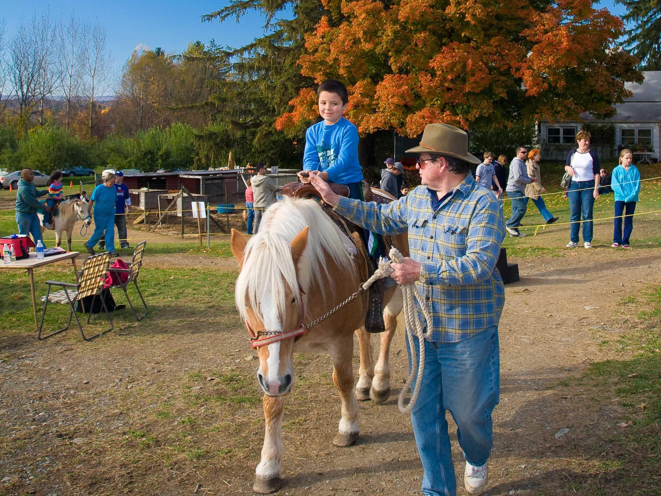 Masker Pony Ride