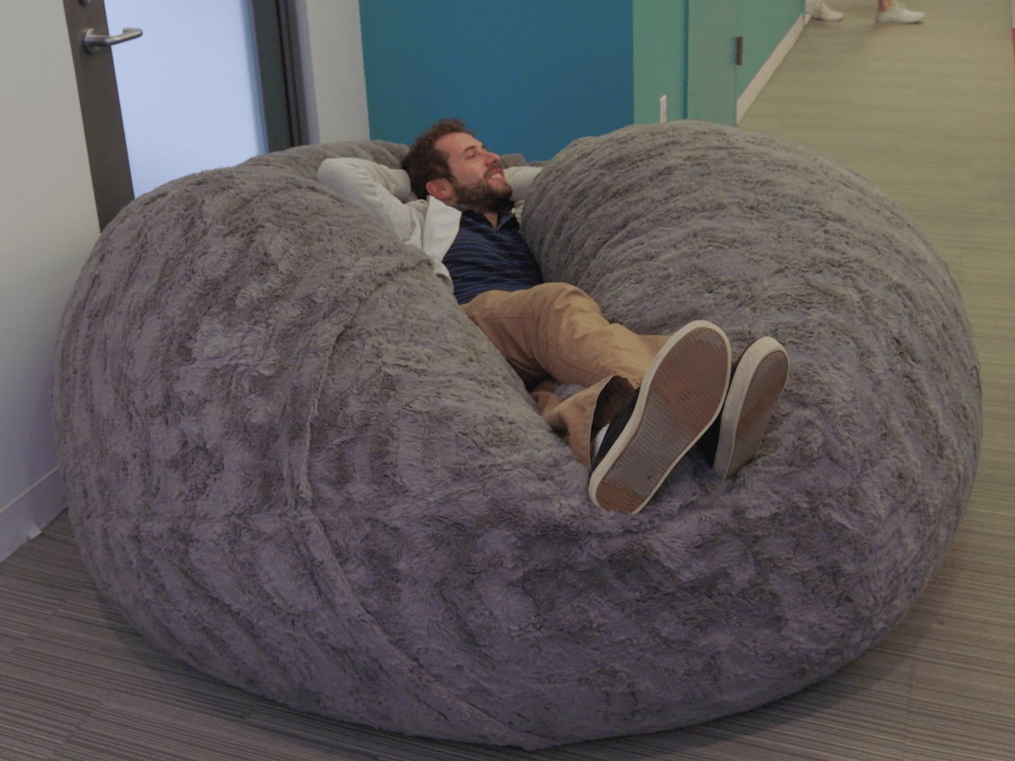 bean bag chair bed table and rental birmingham al the internet is losing its mind over this gigantic fluffy