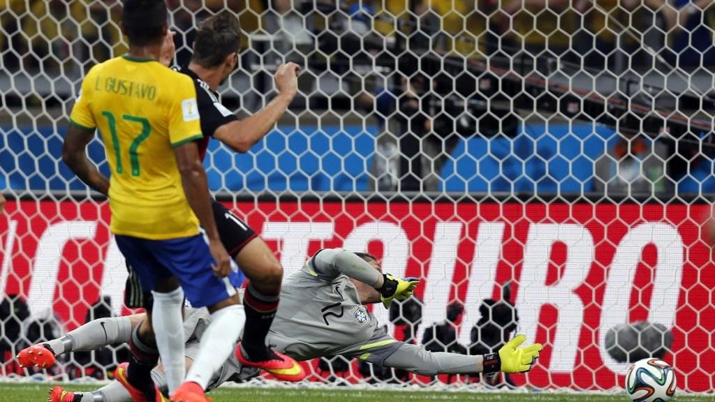 Ein Treffer für die Ewigkeit: Miro Klose macht das 2:0
