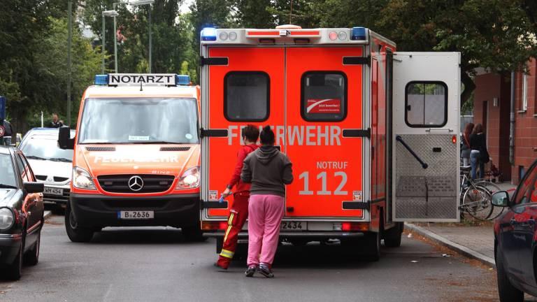Auch die Rettungskräfte mussten anrücken. Bei dem Streit unter Nachbarn, wurde ein Mann schwer verletzt