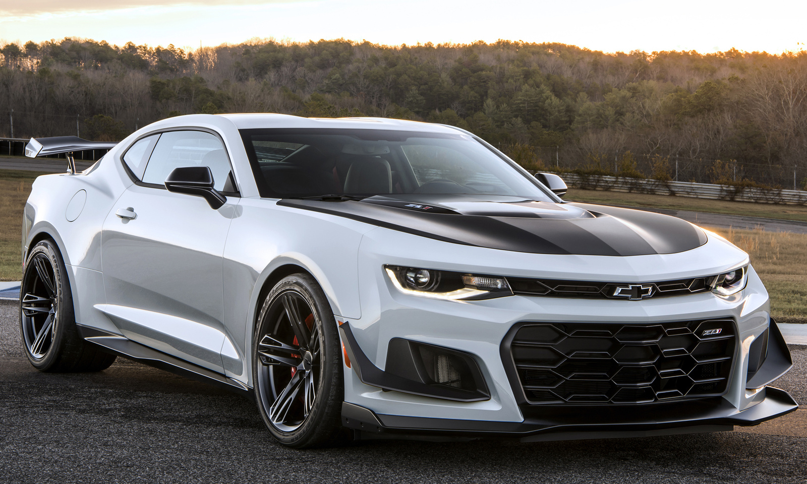 hight resolution of 2018 chevrolet camaro review