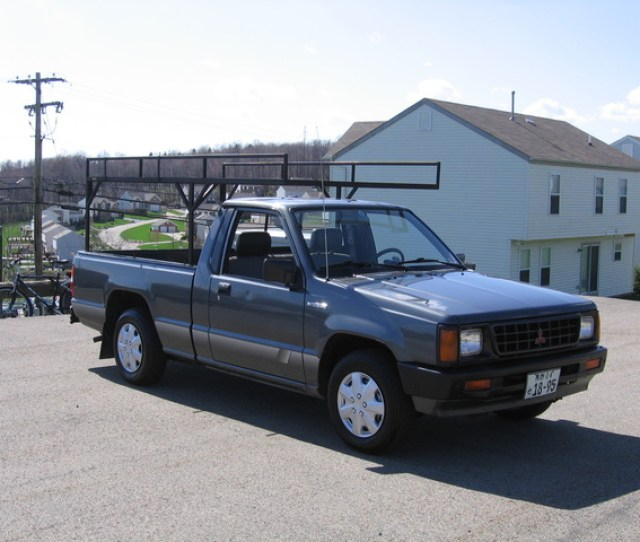 Picture Of  Mitsubishi Mighty Max Pickup  Dr Std Standard Cab Sb Exterior