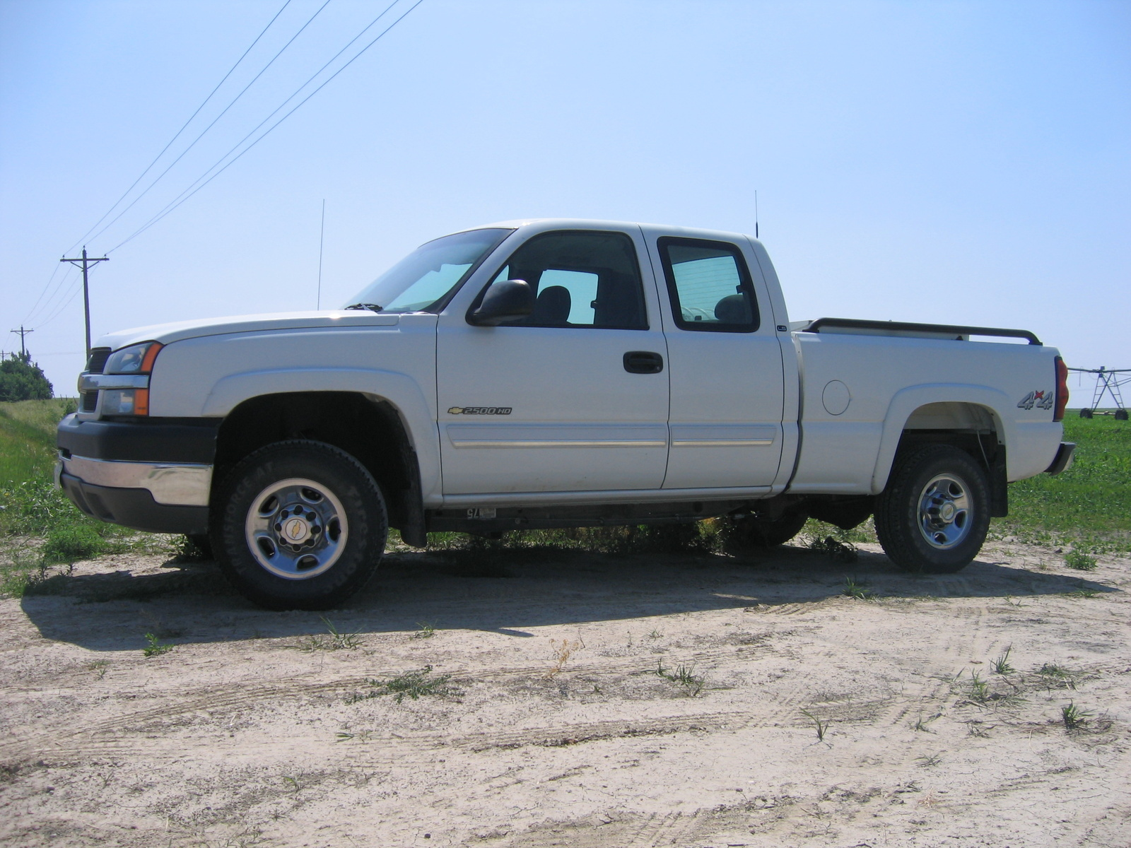 hight resolution of cars compared to 2004 gmc sierra 2500hd