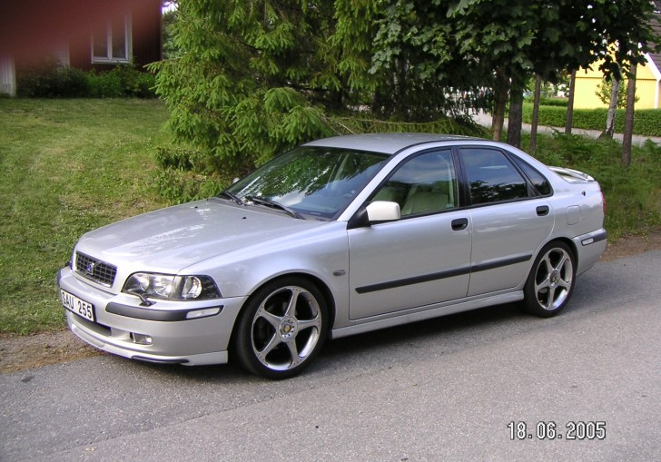 2004 Volvo S40 Review