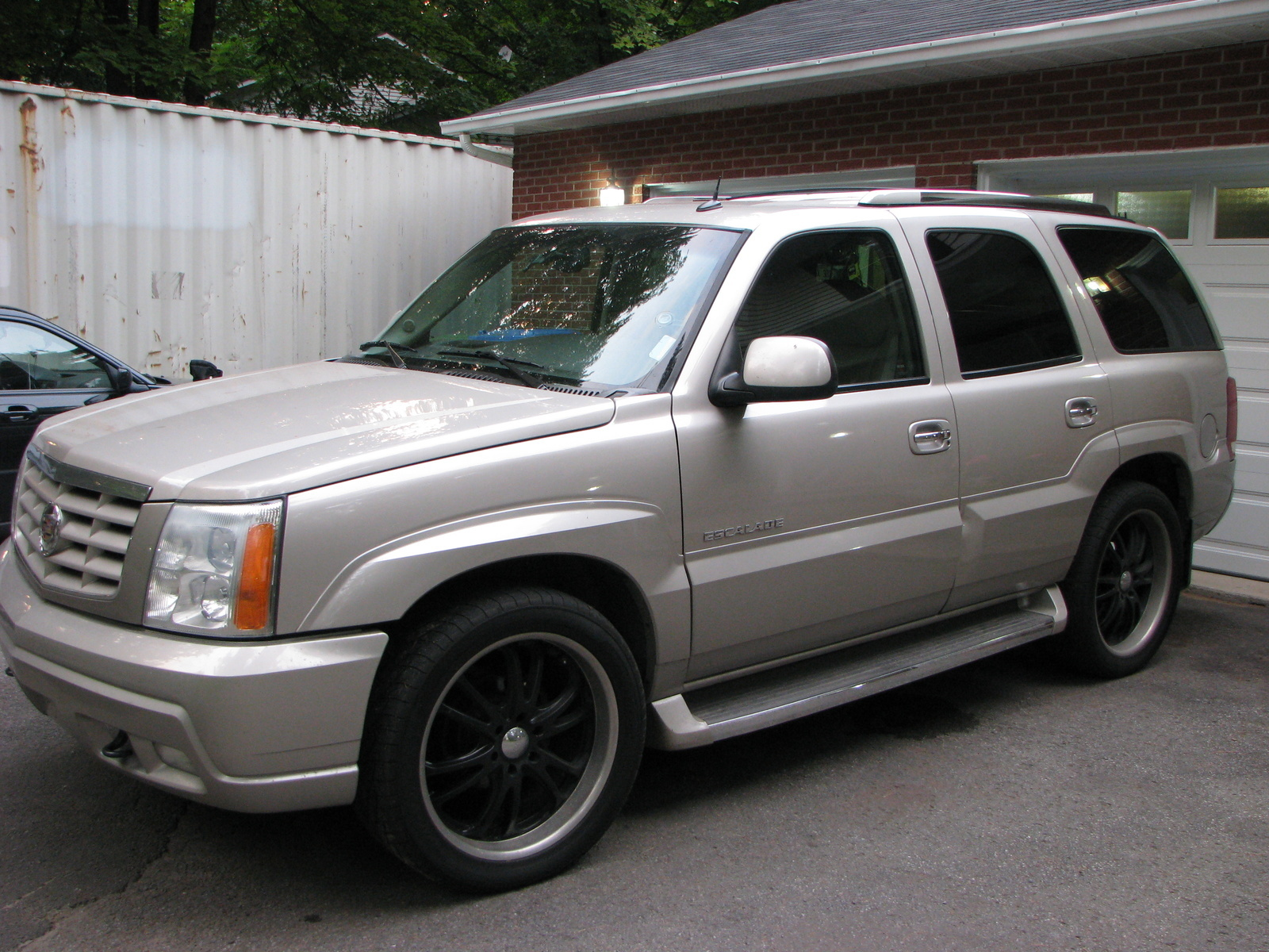 hight resolution of cars compared to 2002 cadillac escalade ext