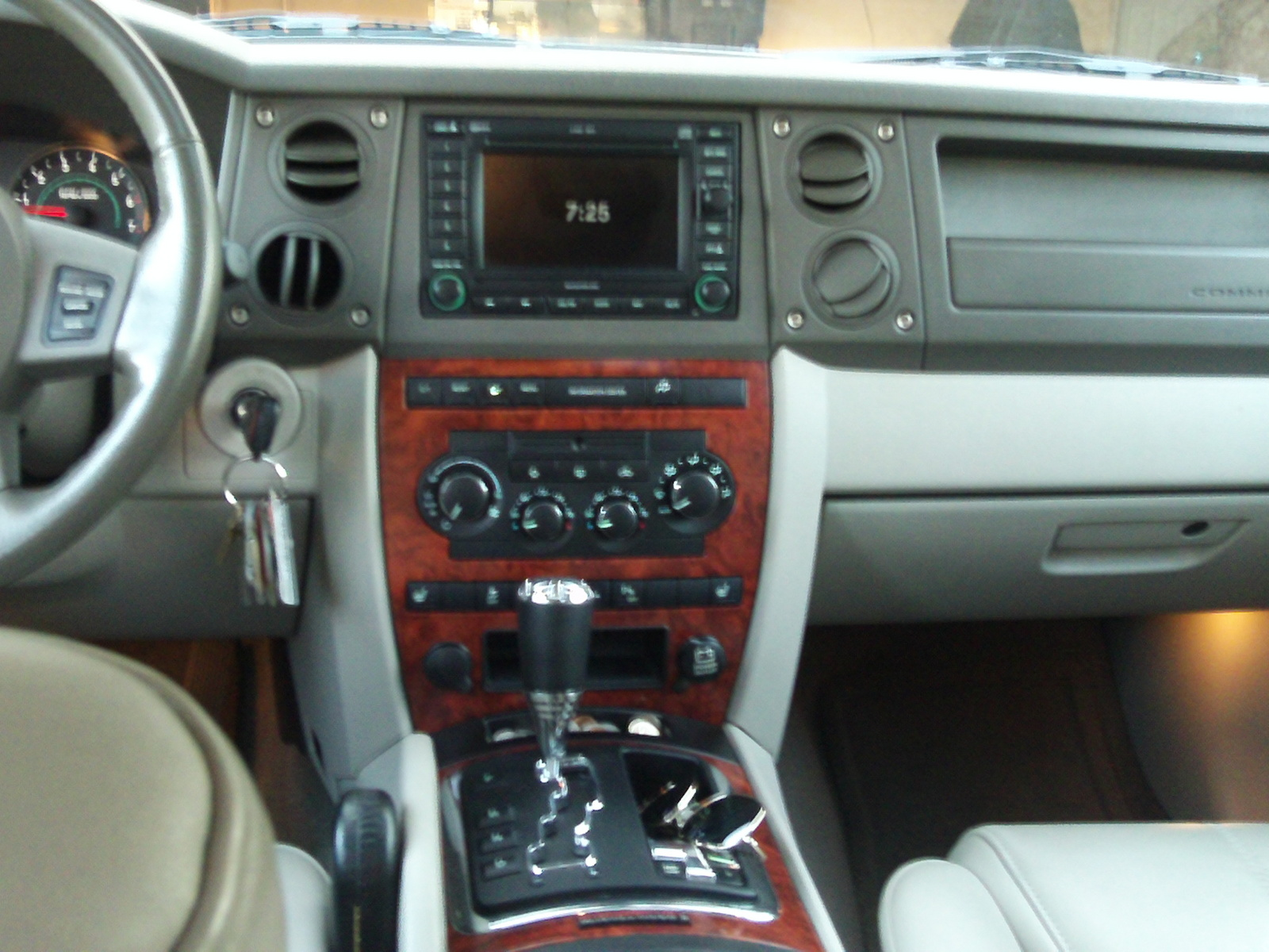 2006 Jeep Commander Interio