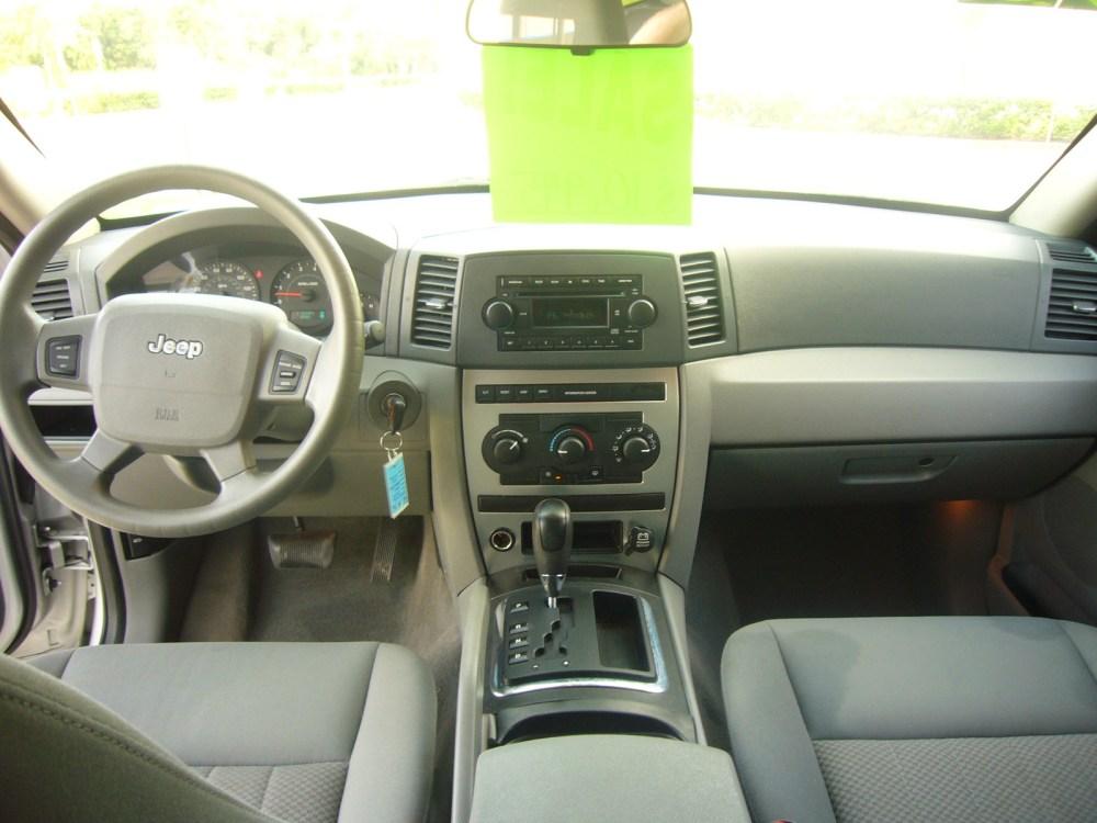 medium resolution of 2005 jeep grand cherokee interior pictures cargurus 2005 jeep grand cherokee 4x4 interior 2005 jeep grand cherokee laredo 4x4 interior