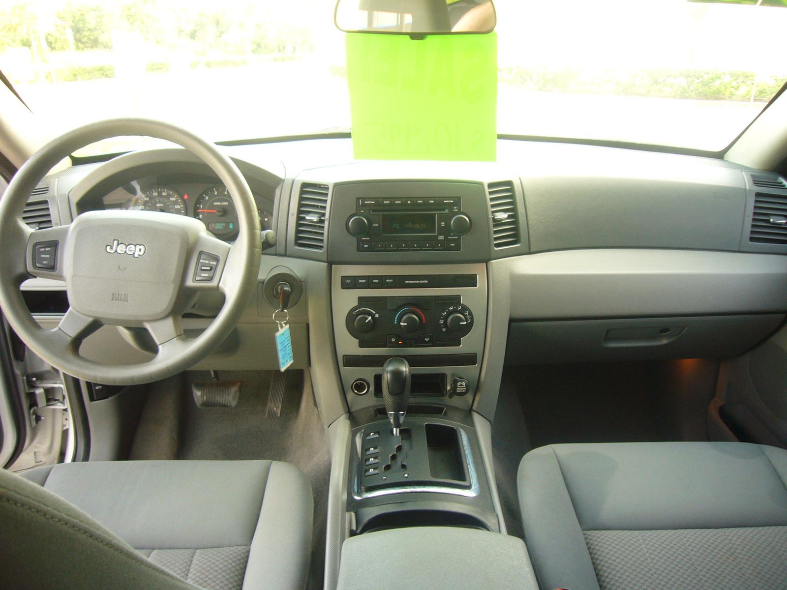 hight resolution of 2005 jeep grand cherokee interior pictures cargurus 2005 jeep grand cherokee 4x4 interior 2005 jeep grand cherokee laredo 4x4 interior