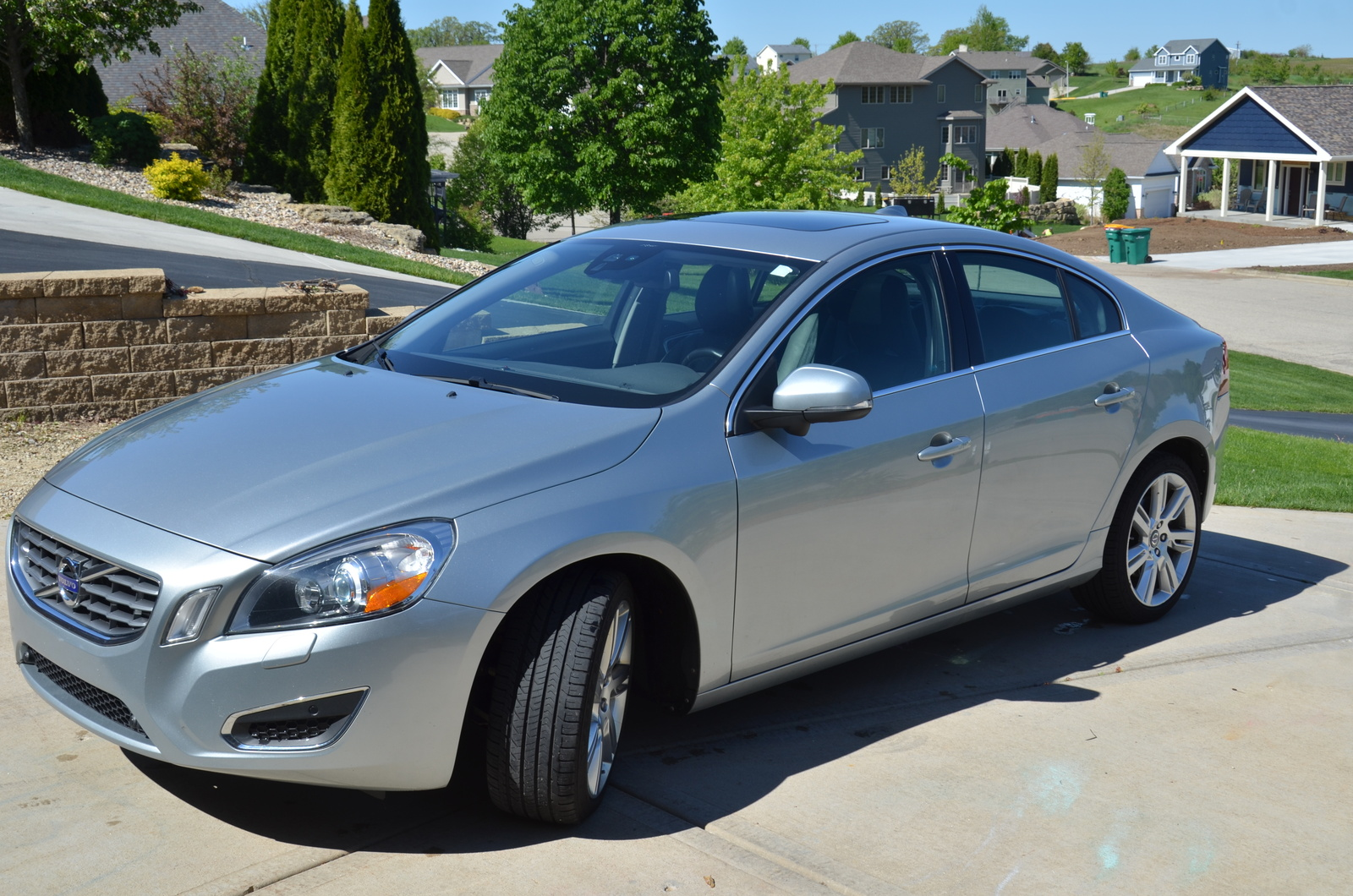 hight resolution of cars compared to 2011 volvo s80