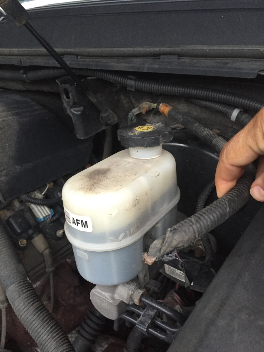 hight resolution of cadillac escalade questions i see a short ground wire is hangingcadillac escalade ext 2010 wont start