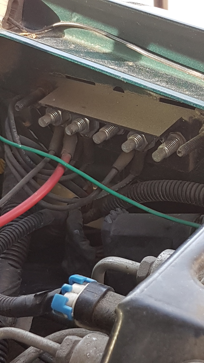 hight resolution of  side of the truck i get lights a clean start but it s running on battery power what am i missing connecting the to the red wire in the photo