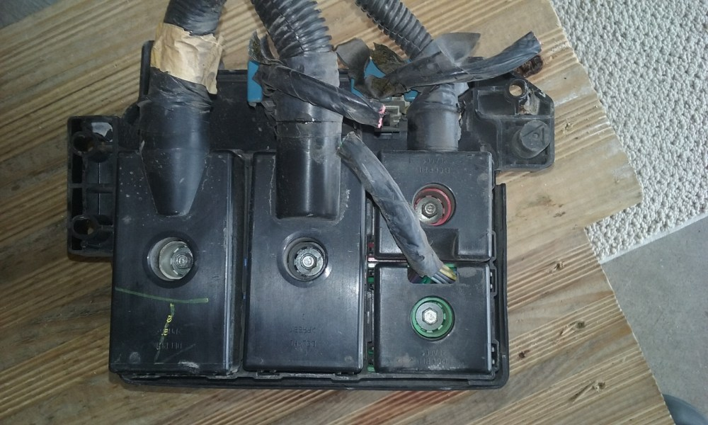 medium resolution of 1997 gmc jimmy fuse box under hood