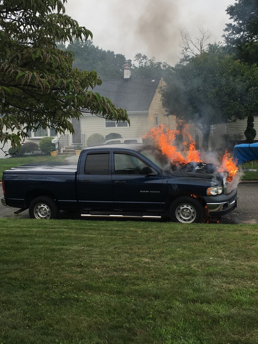 hight resolution of oh here is the photo of 2005 dodge ram 1500 on fire