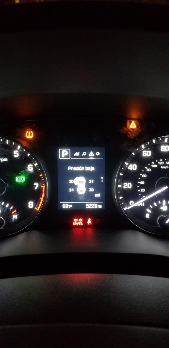 2017 Hyundai Elantra Dash Lights : hyundai, elantra, lights, Hyundai, Elantra, Questions, Pressure, CarGurus