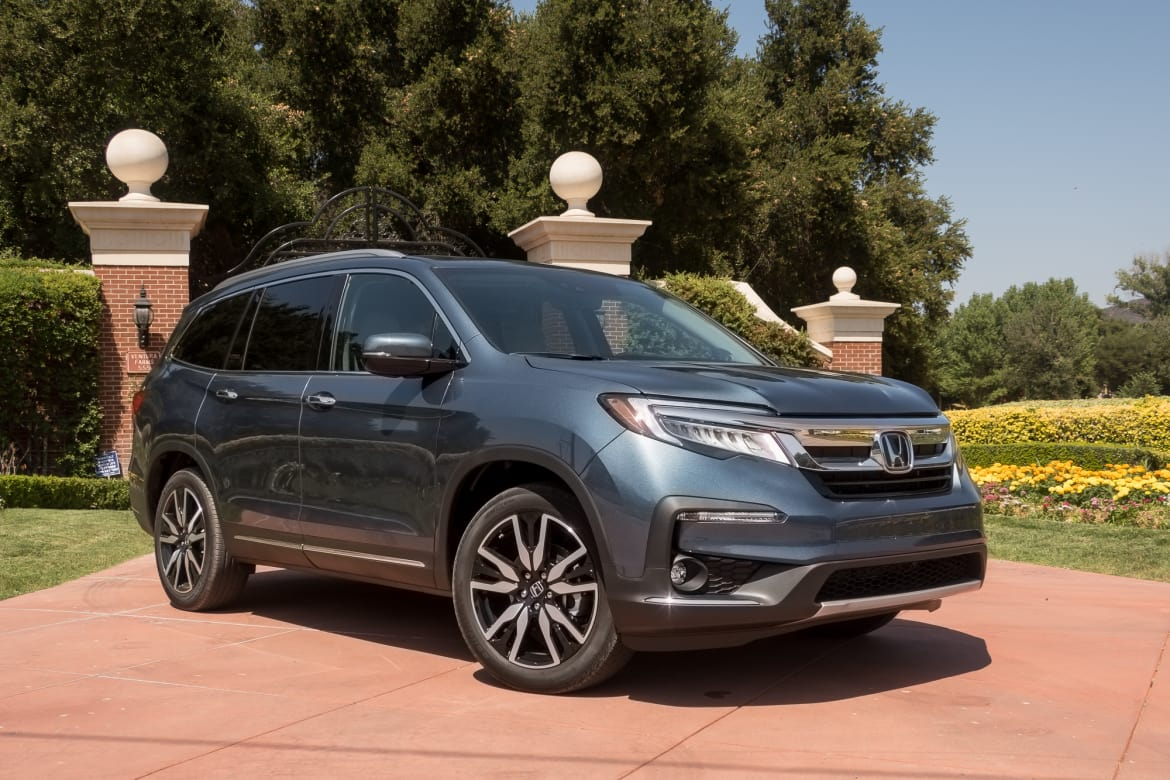 hight resolution of 01 honda pilot elite awd 2019 angle blue