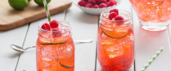 Fruchtiger Eistee mit Himbeeren