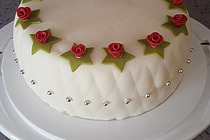 Festliche Torte mit Vanillecreme und Erdbeermousse Rezept