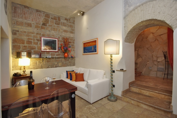 Rome Vacation Rental 1 bedroom WIFI Colosseo Apartment rentals in Rome Find great deals