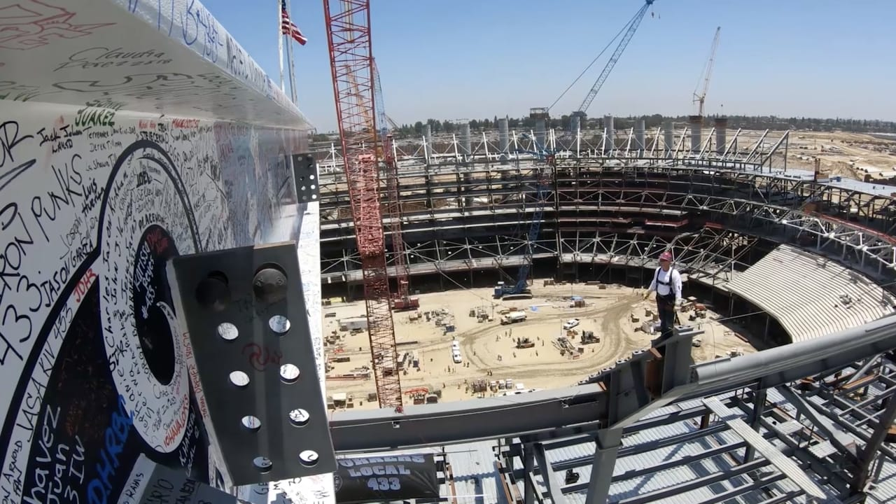 la stadium topping out