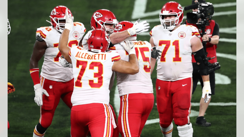 The Kansas City Chiefs during the game between the Kansas City Chiefs and the Baltimore Ravens at M&T Bank Stadium on September 28, 2020