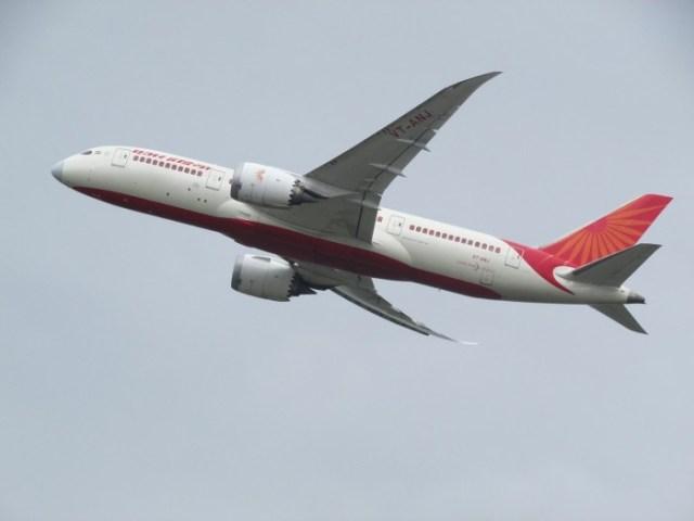 plane-spotting-2311053_1280.jpg